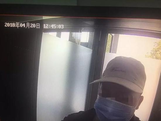 彭某在银行ATM机取款