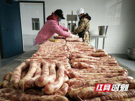 香肠生产线。