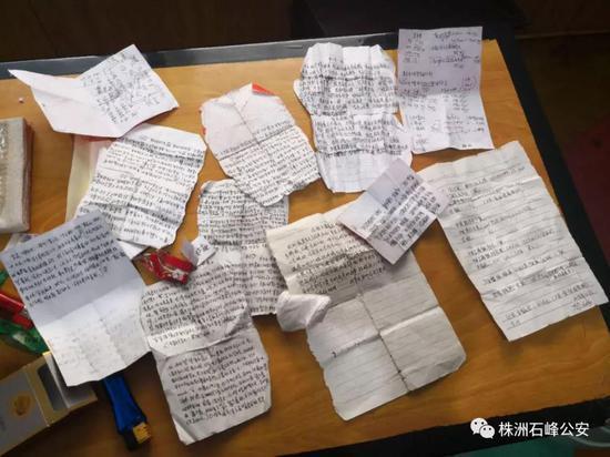"""▲传销团伙日常""""上课""""用捡来的烟盒或废纸记笔记"""
