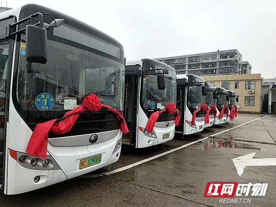 长潭1号线路纯电动公交车正式投入运营。
