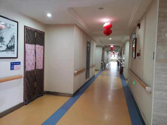 爱之心养老公寓走廊