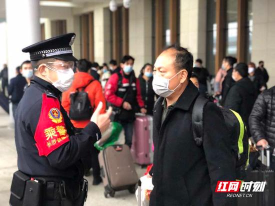 长铁警方值乘湘西首列赴粤复工专列。