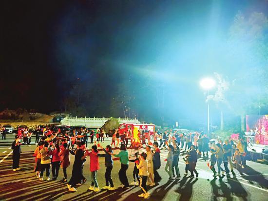 湖南多地推出假期系列活动,红色景区景点很受游客欢迎
