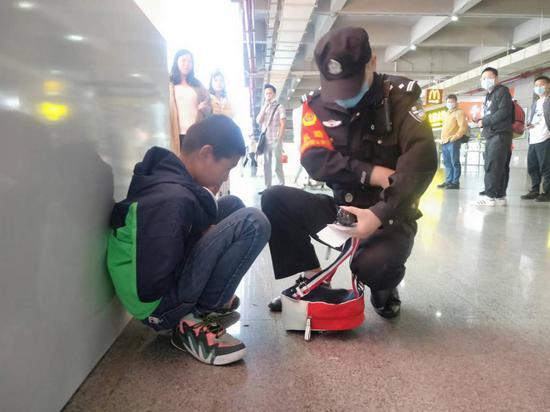 母子车站争吵儿子赌气走散,衡阳铁警及时帮忙寻回