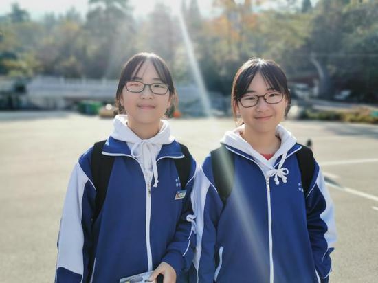 """长沙英语""""学神""""级双胞胎姐妹 小学就读完多本英文原著"""