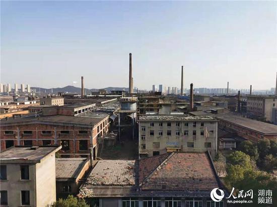 株冶集团清水塘基地废弃的厂房。实习生 刘清心摄