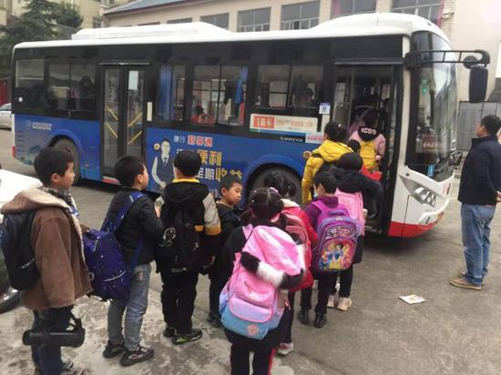 湘潭這趟公交多跑 7 公里,讓學生娃早點回家