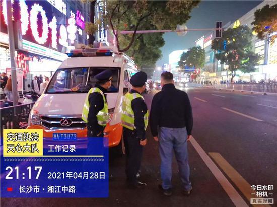 整治出租车拒载宰客,长沙交通执法部门为游客创造便捷有序出
