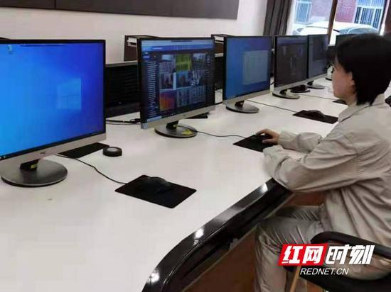 """智能巡检系统形成""""体检""""报告,推送预警信息到控制中心,辅助运检人员全面掌握整个变电站运行工况,并迅速分析和处置设备异常。"""