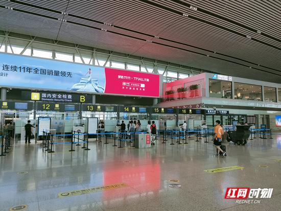长沙黄花国际机场T2航站楼出发层。