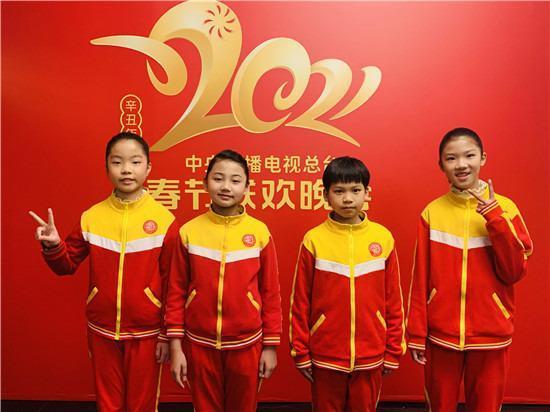 祁东县启航学校留守儿童合唱团亮相央视春晚。