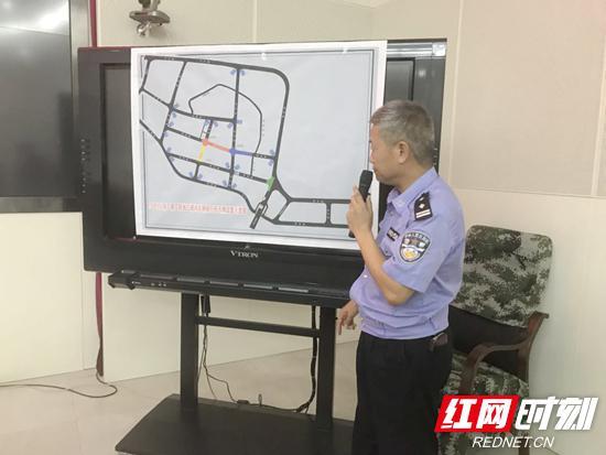 市交警支队相关负责人就项目建设期间交通组织方面进行说明。