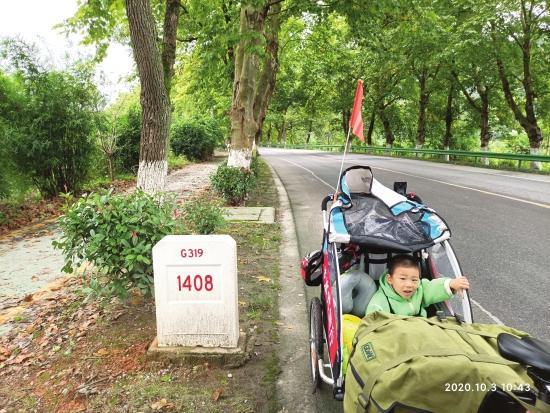株洲出发已行千里 45岁父亲带3岁半儿子计划骑行3个月