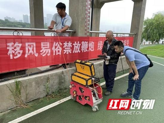 利用管道机器人探测湘江入河排口情况