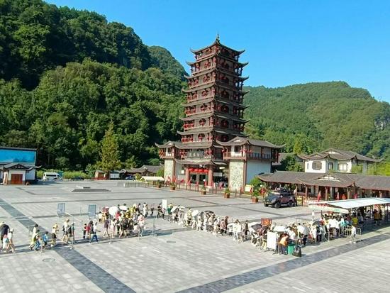张家界游客持续增加!武陵源、天门山旅游接待游客均突破2万人