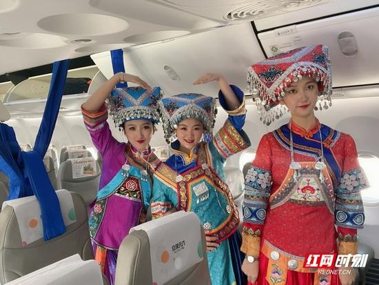 复航当天的机组成员。