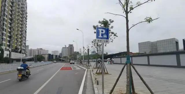 (长沙地铁砂子塘站6号出入口附近的停靠点)