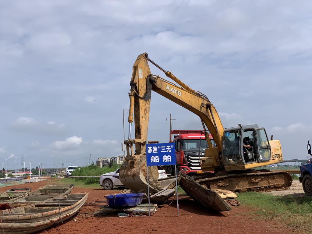 长沙开展集中销毁禁用渔具行动,446 件禁用渔具被集中销毁