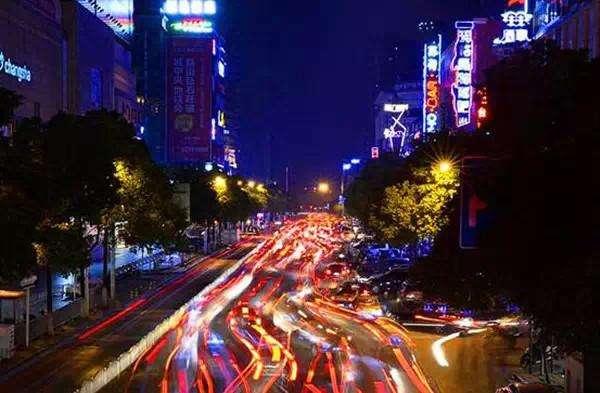 """凌晨2点熄灯停业 长沙解放西酒吧街将规范""""不夜""""模式"""