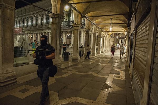 意大利威尼斯,民众庆祝救赎节,救赎节是为了纪念1577年欧洲瘟疫结束。视觉中国 资料图