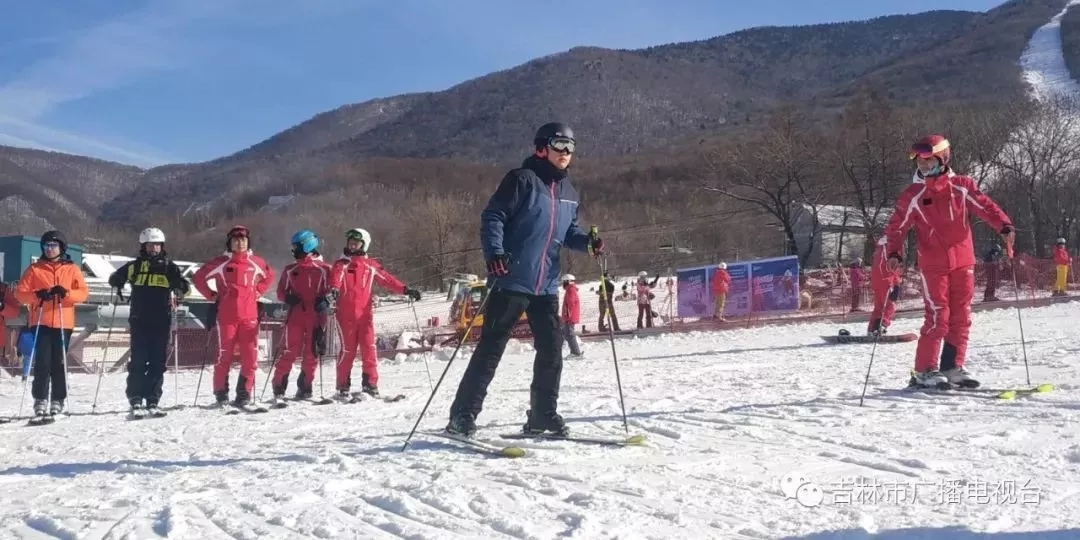 刘非在练习滑雪
