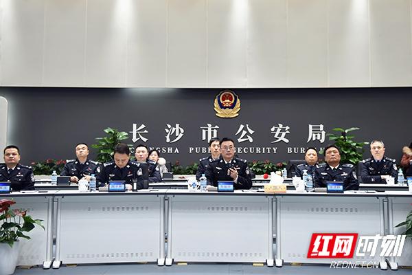"""长沙市公安局党委副书记、常务副局长车丽华发出指令,长沙31个""""星城快警""""平台全面运行。"""
