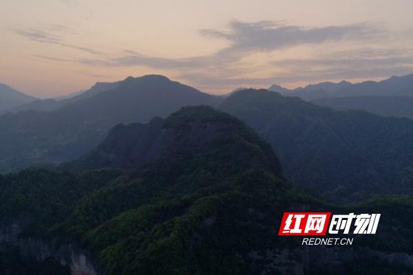 壶瓶山镇是湖南省面积最大、海拔最高的乡镇。