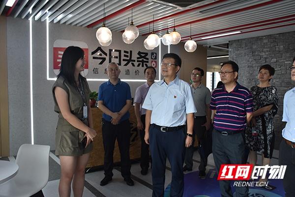 省市场监管局调研组参观湖南顺凯传媒有限公司。