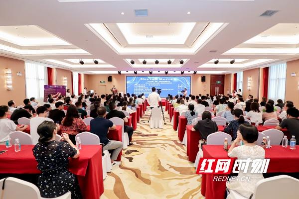 7月29日下午,2020中国(湖南)咨询行业圆桌论坛暨长沙市咨询业协会第二届理事会就职典礼在长沙举行。