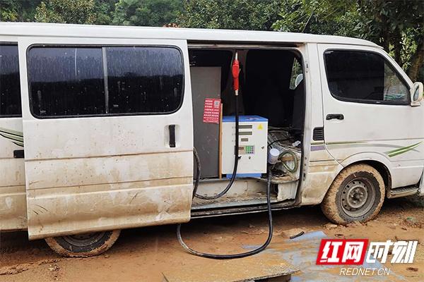 警方查获的改装加油车。