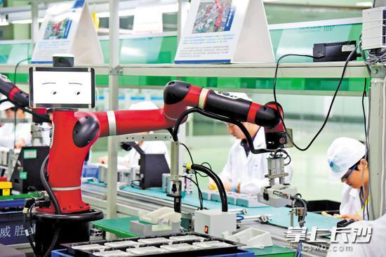 威胜集团的智能制造生产线使生产成本下降,整体生产效率大大提高。
