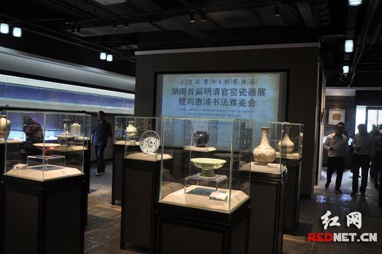 4月8日下午,湖南首届明清官窑瓷器展在长沙且艺庄艺术中心开展。