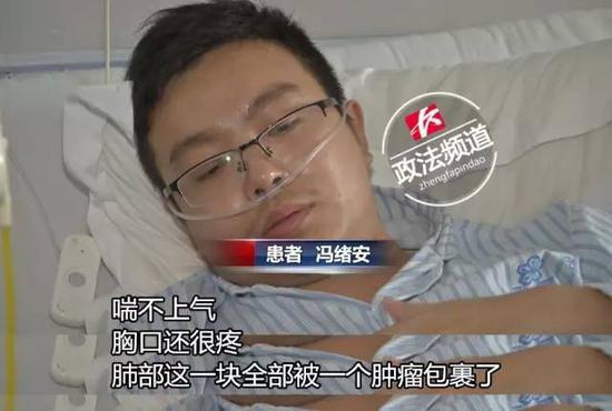 此时的冯绪安,看上去非常虚弱。医生透露,冯绪安的情况较为严重,也不能承受任何刺激。