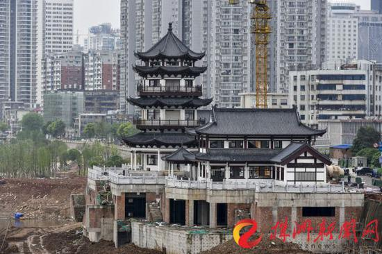 湘江株洲城区河东风光带分袂亭(记者 刘震 摄)