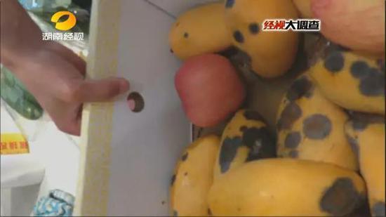 烂水果舍不得扔做成拼盘果汁与奶昔