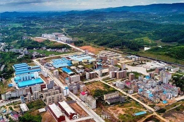 图为6月14日,基础设施日臻完善的该县工业集中区一隅。