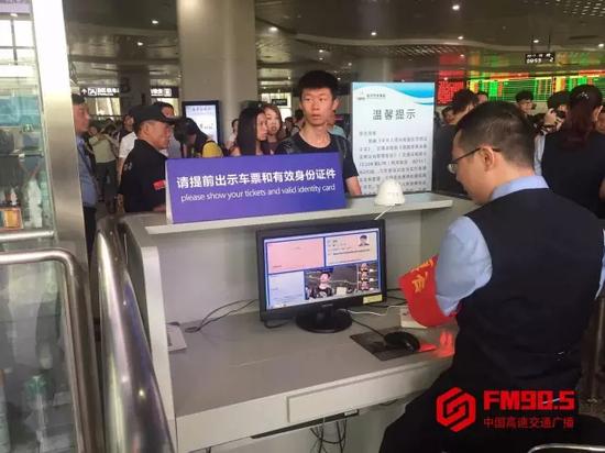 现场 ,仍有部分未带身份证的旅客抱着侥幸心理。