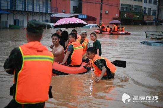 火速救援!湖南开福区桥131名被困人员获救