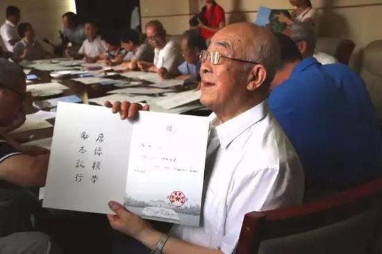 文占申教授,85岁。