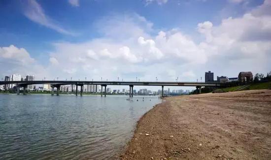 """株洲几座湘江大桥的修建,让老渡口成为历史(网友""""难得糊涂"""" 摄)"""