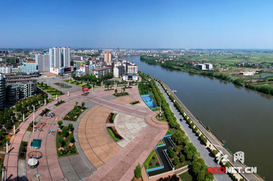 """衡阳县县城被全国爱卫会正式命名为""""国家卫生县城""""。"""
