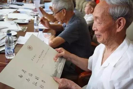 符有堂教授,81岁。