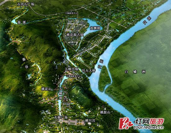 """新开放的""""中国桃花源""""景区规划图。以前,游客能够游览的主要是在下方的桃花山、桃源山片区,现在已扩大至秦溪、秦谷、桃花山、桃源山、五柳湖、桃花源古镇,功能各异的广大区域。五名石广场北侧紧邻的就是长吉高速。"""