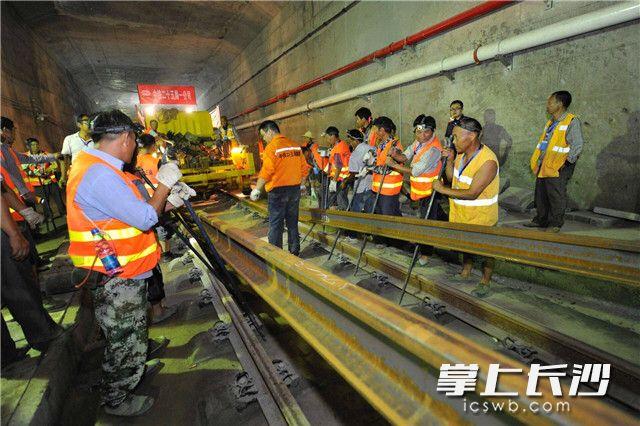 长株潭城铁长沙站以西段全线轨通 年底开通