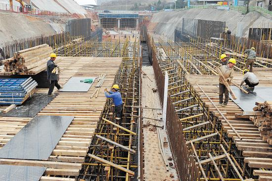 ←今年2月20日,渔业路东延线建设现场。  长沙晚报记者 王志伟 摄