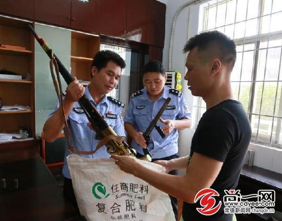 民警收缴的枪支。尚一网通讯员 吴林芳 供图