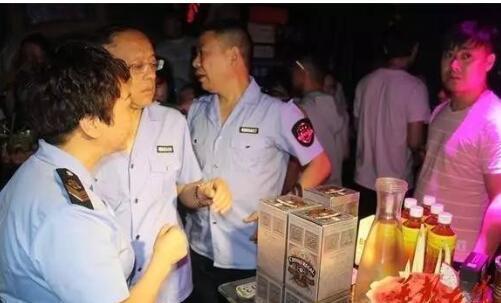 邵阳夜查多家娱乐场所 查扣大量假洋酒