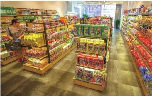 9月13日,长沙部分便利店销售小老板原味紫菜等进口食品。