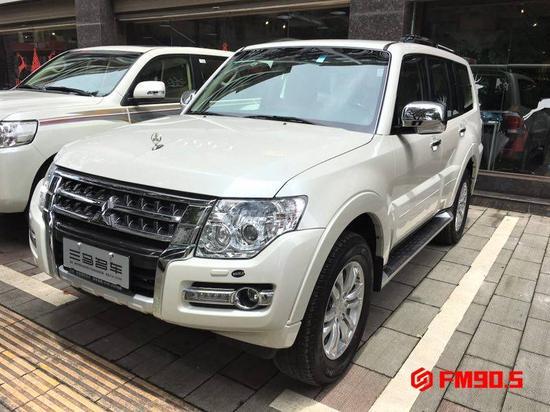 △李先生在郴州三马名车购买的中东版三菱帕杰罗。