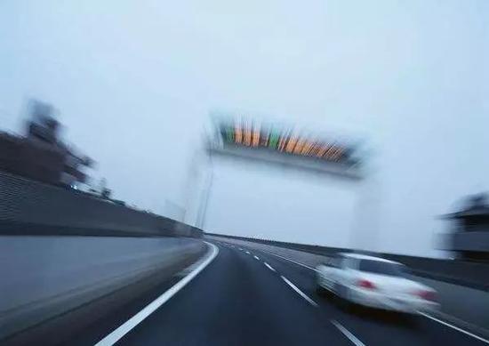 """""""十次事故九次快"""",这句话非常形象地表明超速行驶是引发交通事故的最主要原因。"""